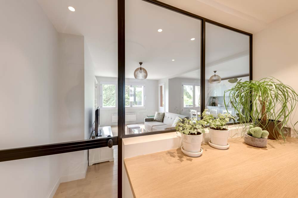 Verrière intérieur dans un appartement rénové par un architecte d'intérieur