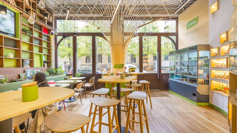 Réalisation d'architecture commerciale consistant dans un aménagement d'un coffee shop