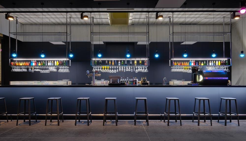 Bar aménagé par un architecte d'intérieur spécialisé dans l'aménagement commercial