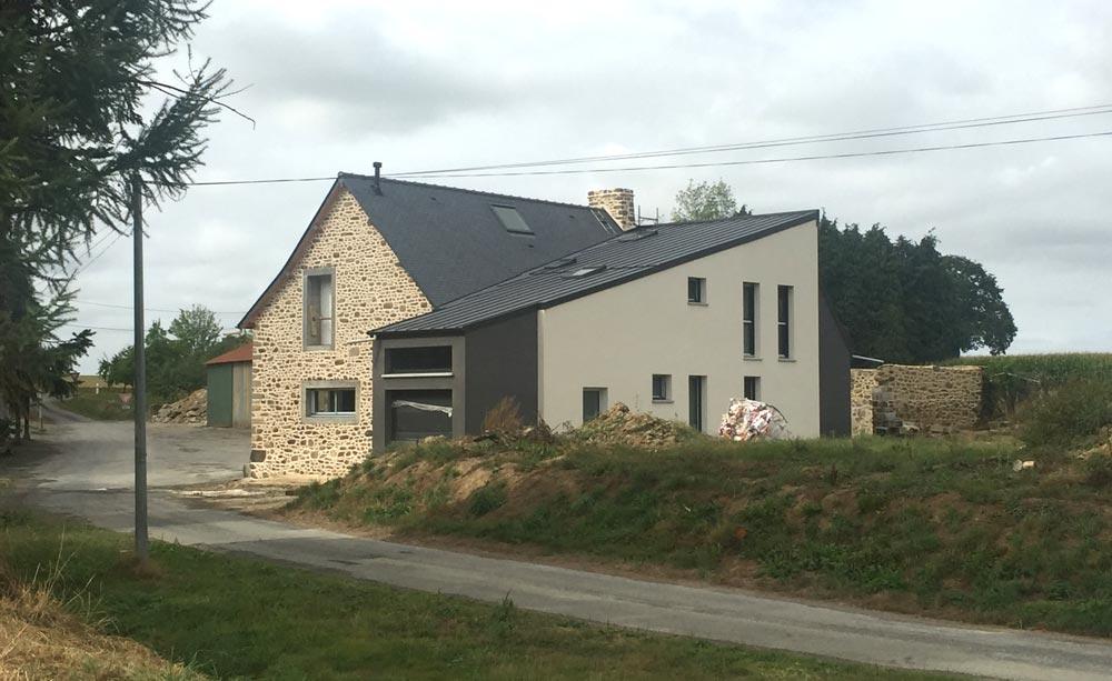 Extension à l'arriére d'une maison ancienne en pierre
