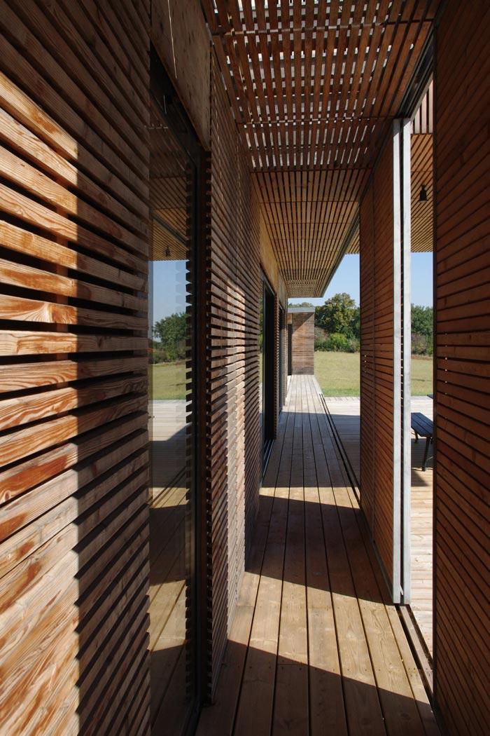 Maison d'architecte avec façade en bois