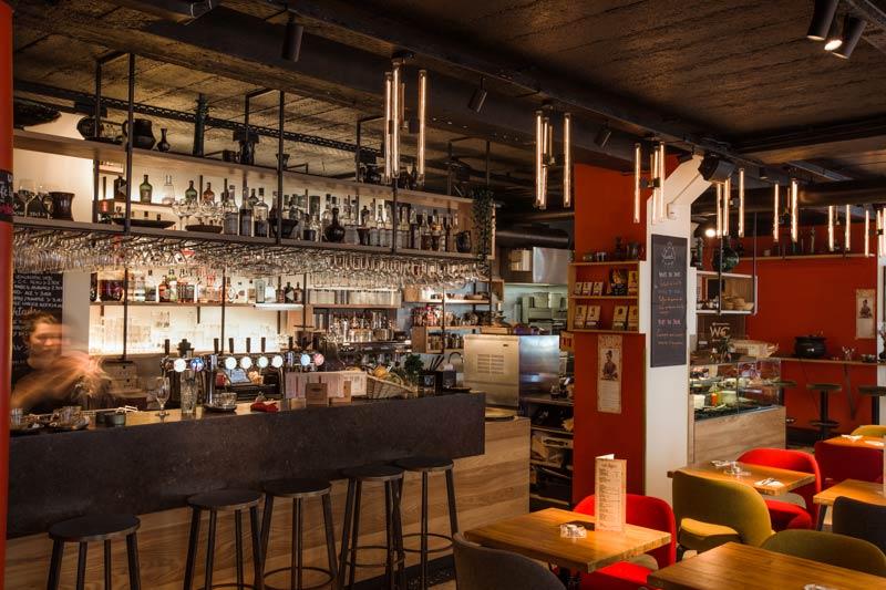 Rénovation de l'intérieur d'un café - bar - salle de concert par un architecte
