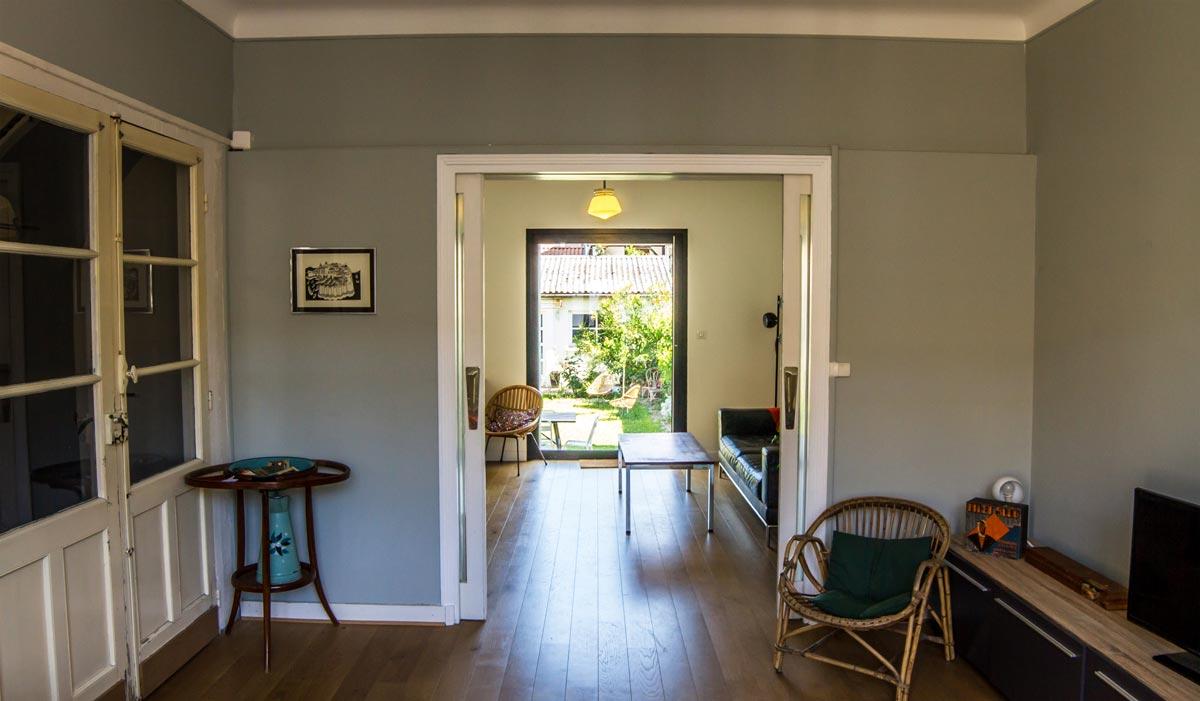 Salon traversant dans le maison